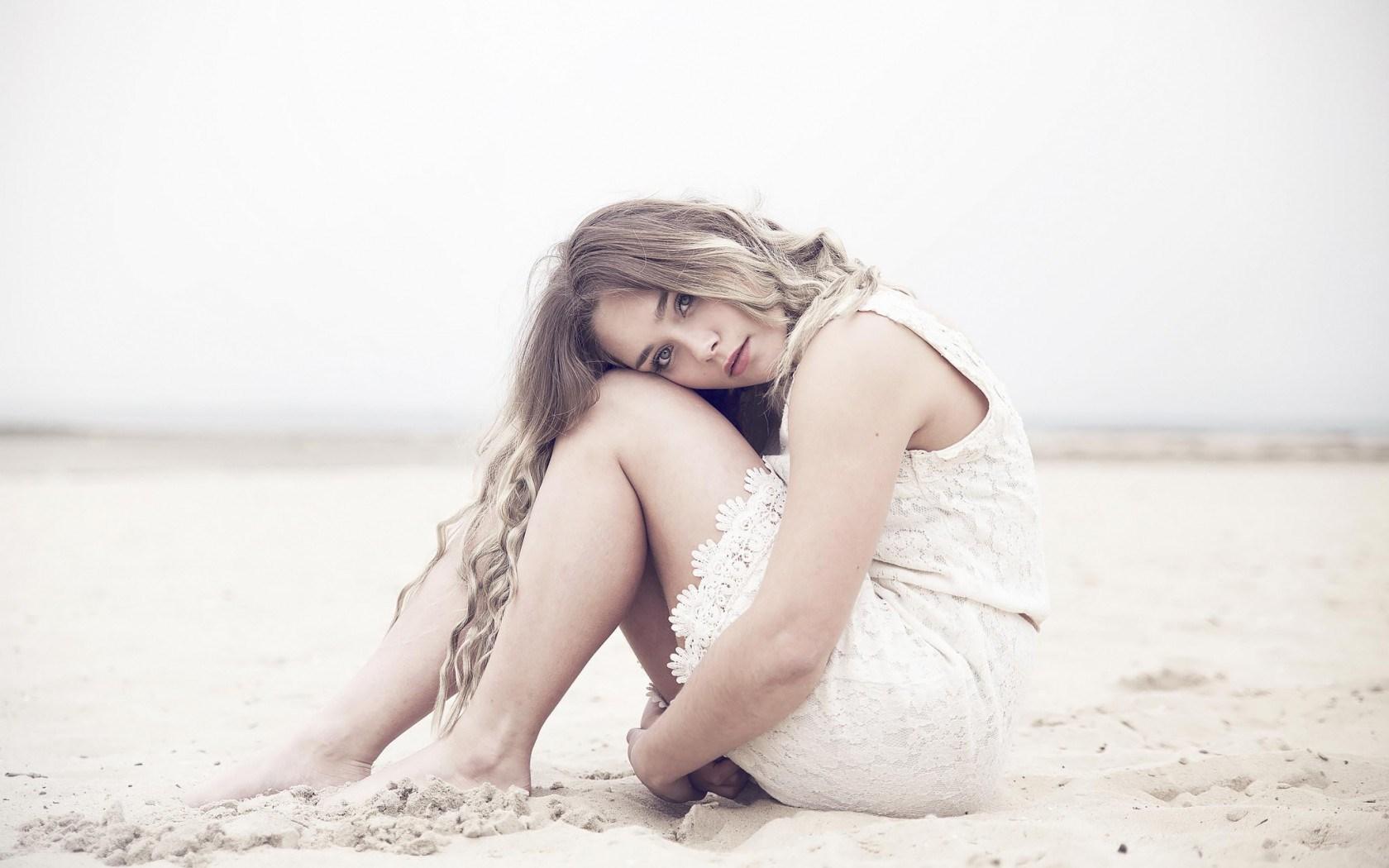 beach-mood-girl-look-lovely-white-dress ...
